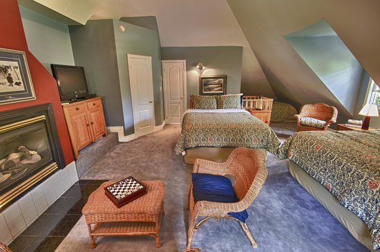 Rosseau's Northern Landing Bed and Breakfast : The Dorm Suite