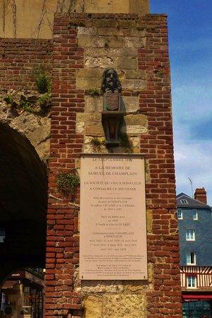 Le Vieux Bassin: The plaque honoring Samel de Champlain