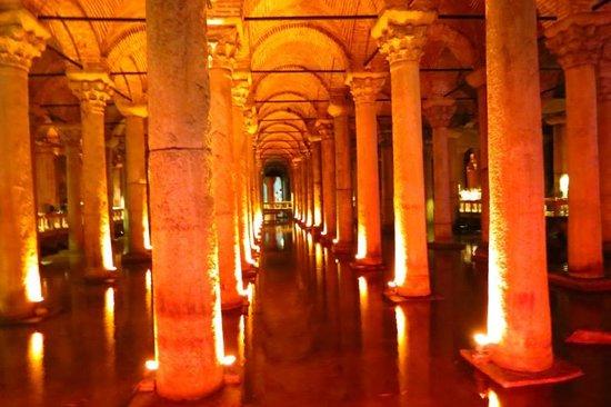Basilica Cistern: Iluminação especial