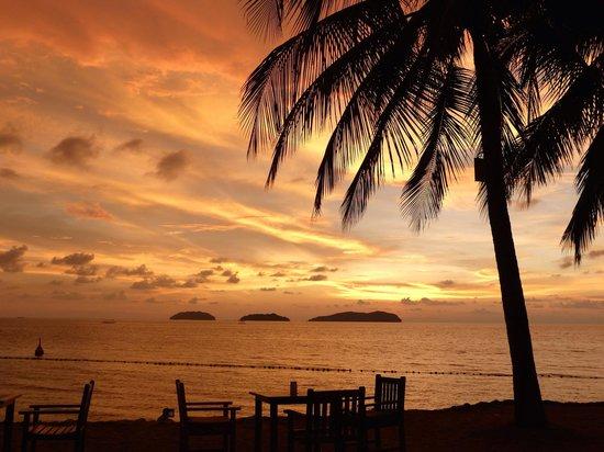 Sutera Harbour Resort (The Pacific Sutera & The Magellan Sutera): Mit den Füßen im Sand den Abend genießen