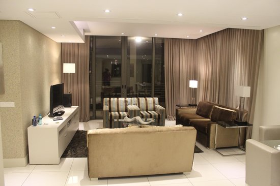 V & A Marina Waterfront Accommodation: Sala de estar