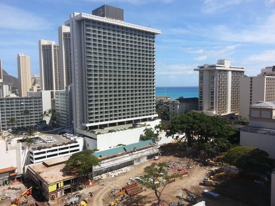 Waikiki Wave : the actual view from my partial ocean view room