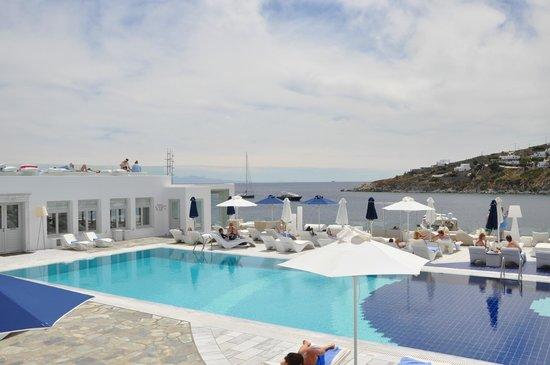 Petasos Town Hotel: Piscina com vista ao mar