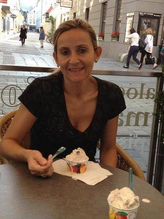 Hauptplatz : delicioso sorvete na Charmosa Linz