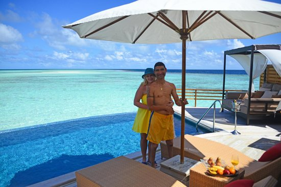 Baros Maldives : Anniversary champagne breakfast in our villa