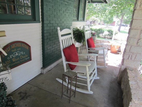 Granbury Gardens Bed And Breakfast : Front porch complete with rocking chairs