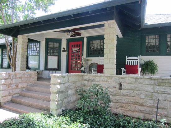 Granbury Gardens Bed And Breakfast: Front entrance
