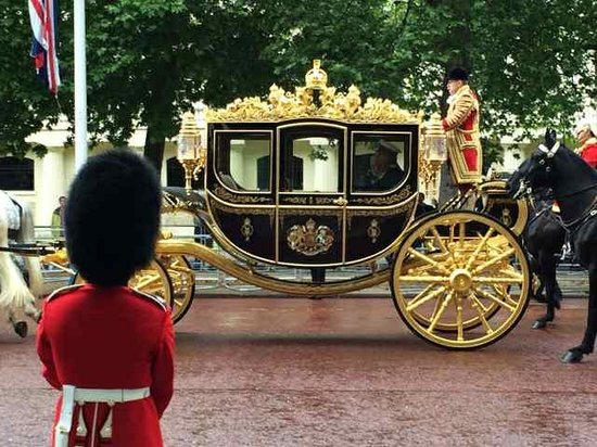 London Tours by Taxi: Queen of England