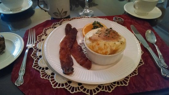 Granbury Gardens Bed And Breakfast: Eggs in a cloud