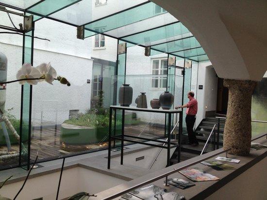 arthotel Blaue Gans: The second-floor atrium and stairway.