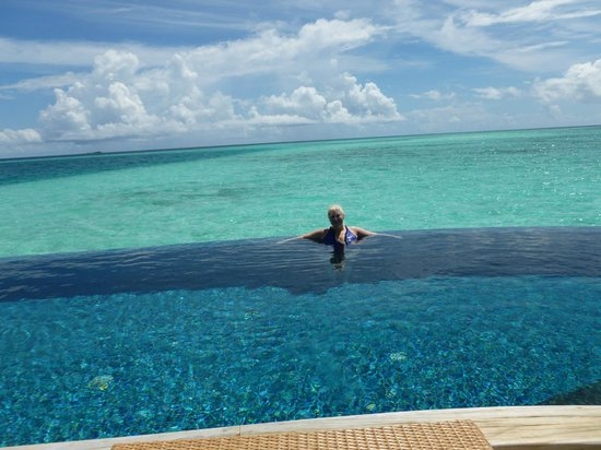 Baros Maldives : plunge pool on our villa deck
