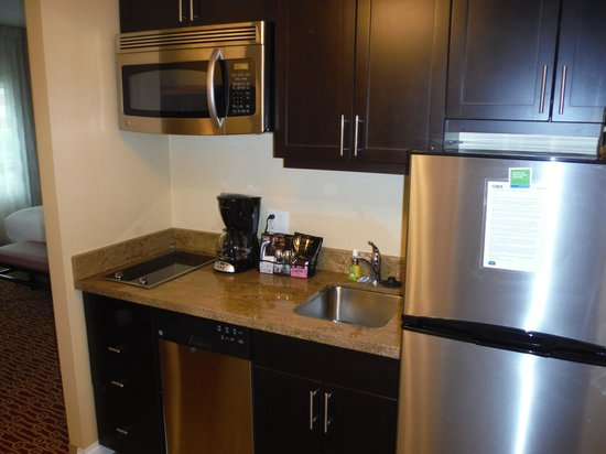 TownePlace Suites Mississauga-Airport Corporate Centre : TOWNEPLACE SUITES KITCHENETTE
