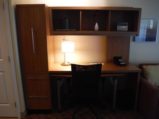 TownePlace Suites Mississauga-Airport Corporate Centre : TOWNEPLACE SUITES ROOM DESK