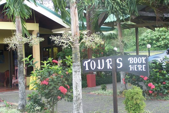 Hotel Sueno Dorado & Hot Springs : Area from desk Tours