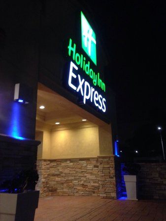 Holiday Inn Express Sea World: Front of Hotel
