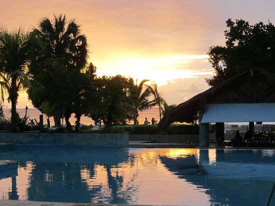 Couples Negril : The grounds are gorgeous at night