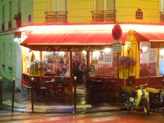 Le Coin des Amis : Right on the corner!