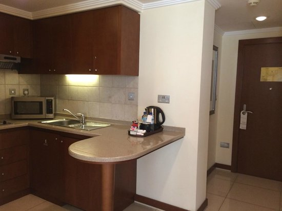 Al Rawda Arjaan by Rotana: Nice kitchenette