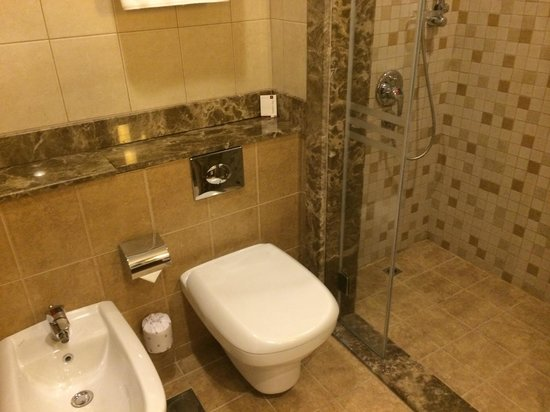 Al Rawda Arjaan by Rotana: Clean, modern bathrooms
