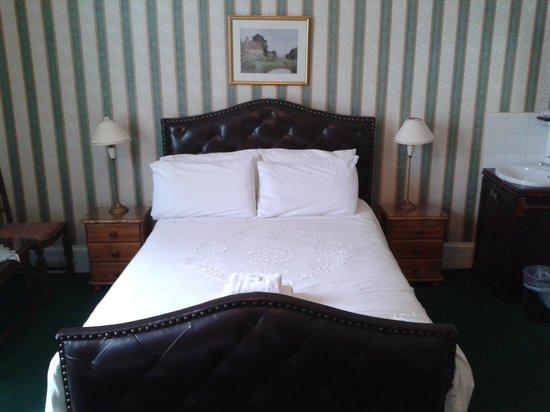 Ashurst Lodge: large double bed