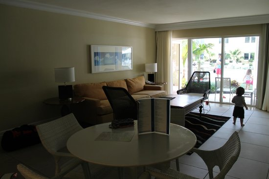 Edgewater Beach Hotel: Dining and Living Room