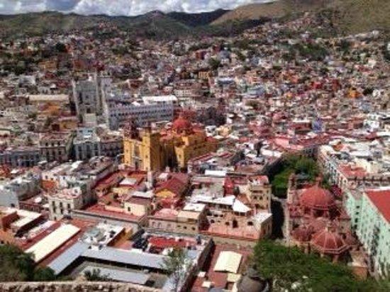 Casa Estrella de la Valenciana : bright colorful homes and churches - view of the city