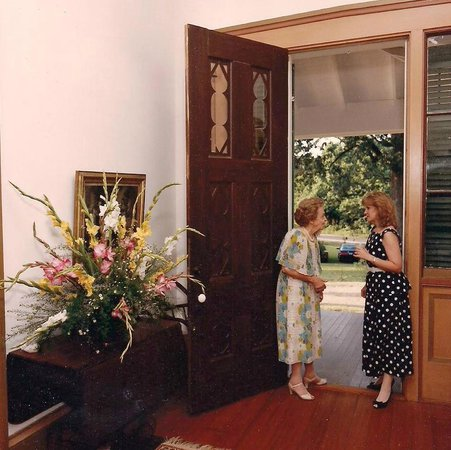 Glenfield Plantation Bed and Breakfast: One of the double hall entrance doors