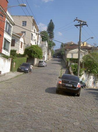 Santa Teresa : Rua Aaarão Reis que liga o bairro Paula Mattos ao Vista Alegre