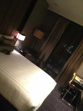 Gambaro Hotel: Classy room overlooking Caxton St but dark, even during the day