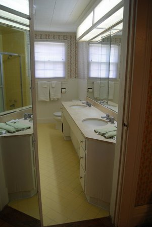 Glenfield Plantation Bed and Breakfast: Private Bath for the Green Room with double vanity sink and heated tile floor