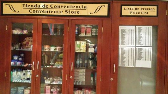 Shelter Suites: Tienda de conveniencia
