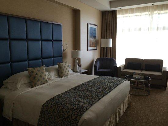 Swissotel Al Ghurair Hotel: Spacious room