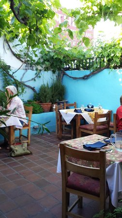 Theo's Restaurant: The courtyard