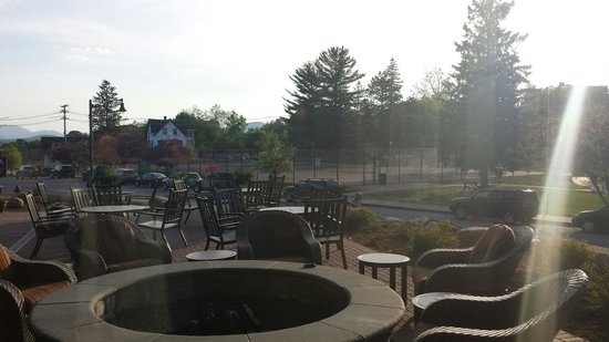Hampton Inn & Suites Lake Placid: Outdoor Fire Pit