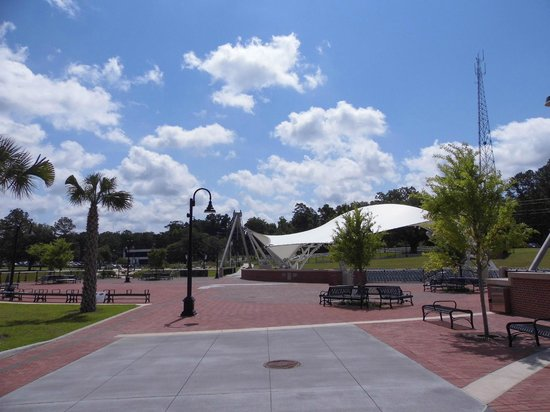 Noon sky and architecture of Cascades Park