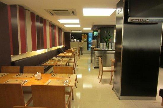 Aspen Suites Hotel: 朝食室