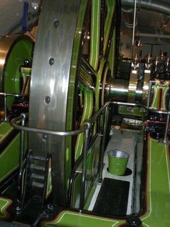 Puente Tower Bridge: Engines at work
