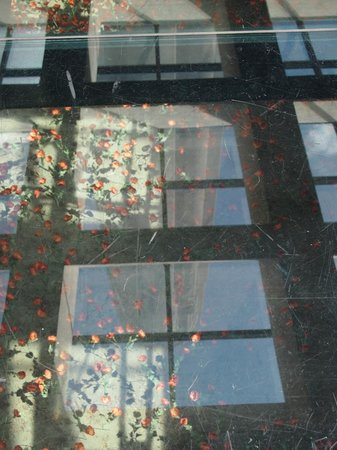National World War I Museum and Memorial : Reflection of the tower in the glass bridge.