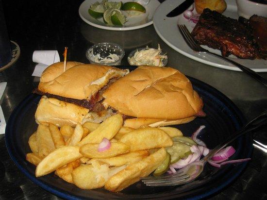 Lone Star Bar & Grill : Brisket Sandwich