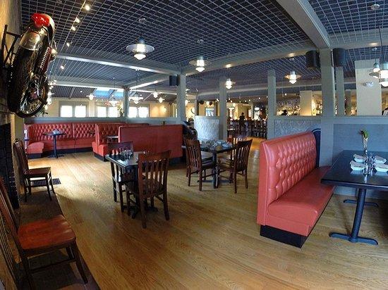 Phoenix Table & Bar: gorgeous & comfortable interior