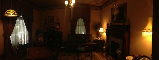 The 1899 Wright Inn and Carriage House: second parlor room