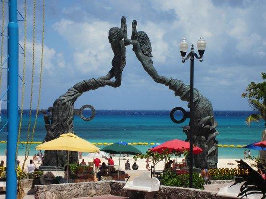 Xcaret Eco Theme Park: MONUMENTO PLAYA DEL CARMEN