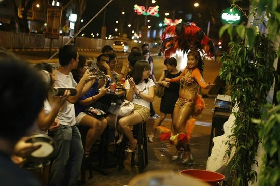 5 Foot Way: Samba Batucada for Noite Brasileira in Kuching by Movimento Simples De Capoeira Malaysia & Saraw