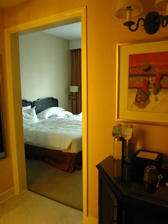 Swissotel Merchant Court Singapore: Room 409 from entry