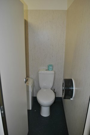 Brunswick Hotel: New communal toilet