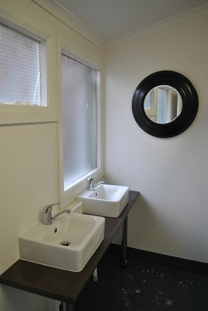 Brunswick Hotel: New communal bathroom