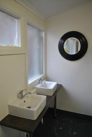 برونزويك هوتل - هوستل: New communal bathroom