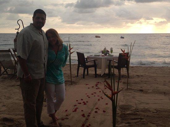 La Palapa Restaurant: Beautiful sunset setting