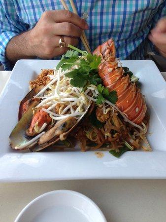 Asia Bay Sushi Bar & Thai: Seafood Pad Thai Special