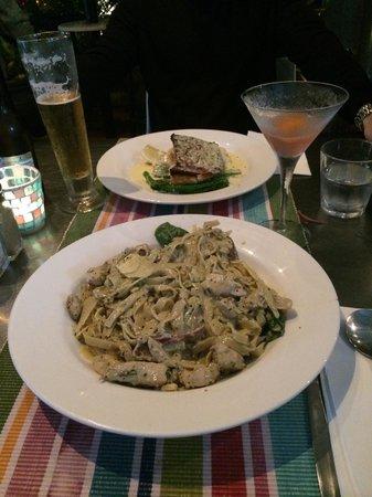 Salt Seafood Bar and Grill: Pasta special & Barra